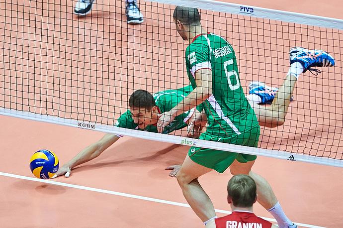 По ходу встречи болгарские волейболисты все чаще не успевали за развитием российских атак