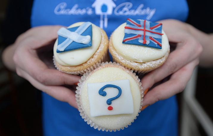Букмекеры принимают ставки на исход голосования. Общая сумма ставок 4 сентября превысила рекордный показатель в £2 млн