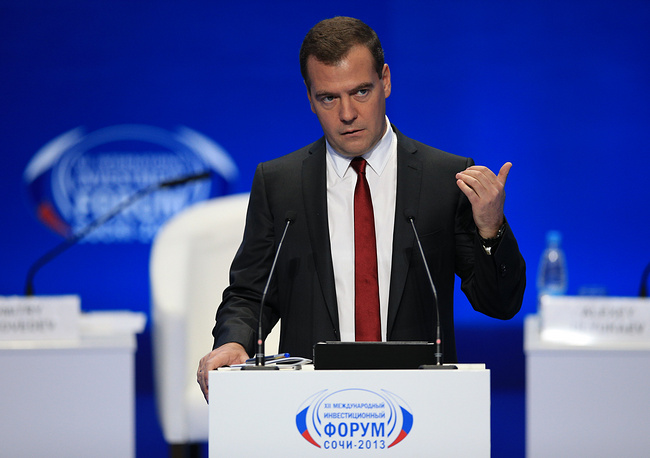 """""""Но при этом государство должно уходить из сфер, где более эффективен бизнес или, в ряде случаев, так называемый некоммерческий сектор"""", - сказал премьер-министр РФ Дмитрий Медведев, особо отметив, что бизнесу нельзя мешать развиваться, нельзя ограничивать его активность"""
