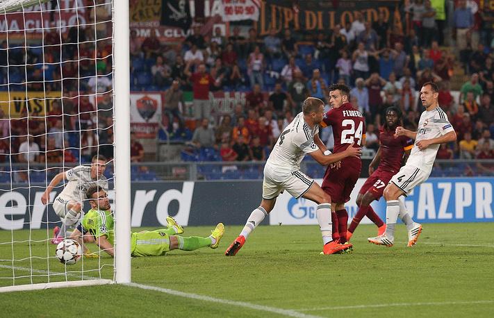"""""""Рома"""" сразу же завладела преимуществом, отправив два мяча в ворота Игоря Акинфеева в первые десять минут"""