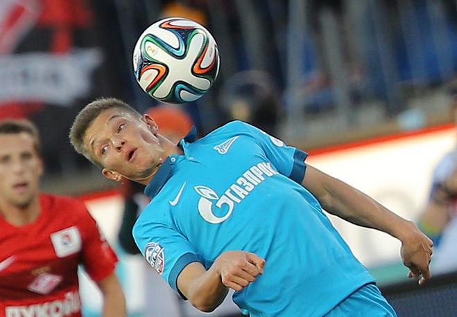 Зенитовец Олег Шатов с мячом