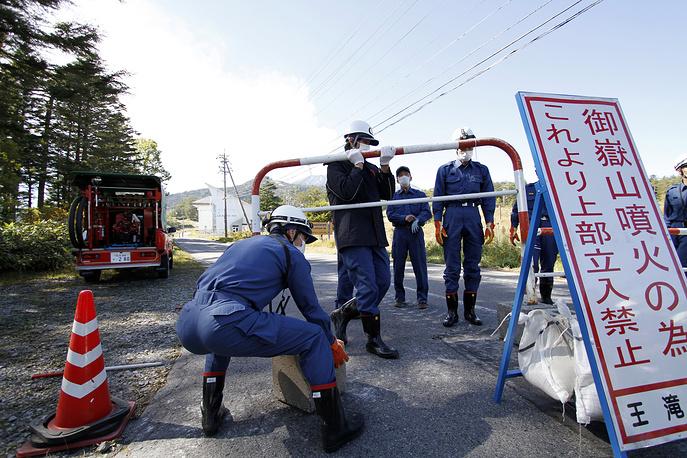 Всего в спасательной операции принимают участие около 550 японских военнослужащих, полицейских и бойцов пожарной службы