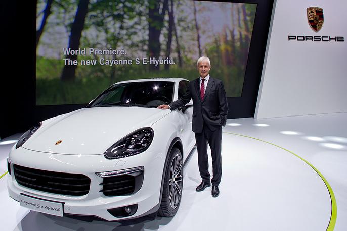 Глава компании Porsche AG Маттиас Мюллер представляет Porsche Cayenne S e-hybrid