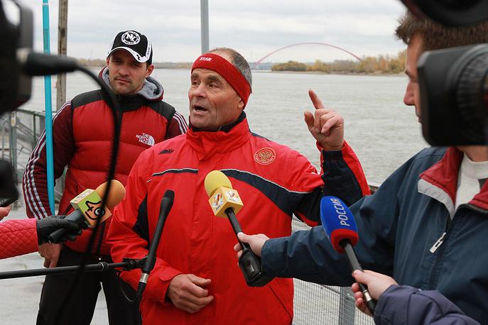 Николай Глушков перед началом заплыва
