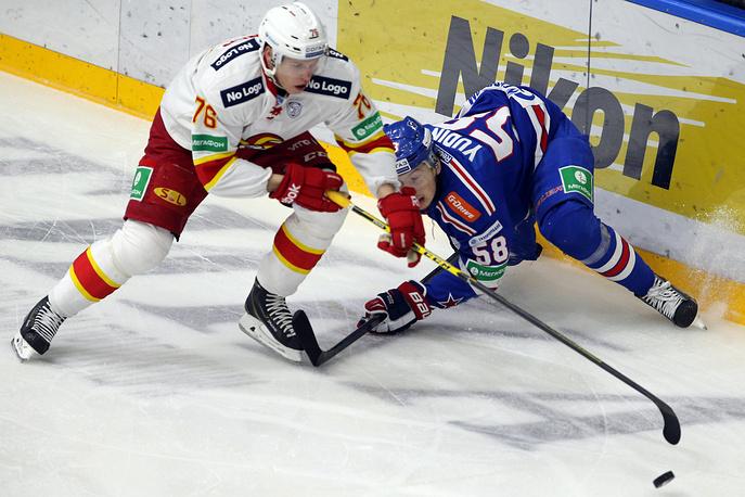 Ере Саллинен (слева) против Дмитрия Юдина