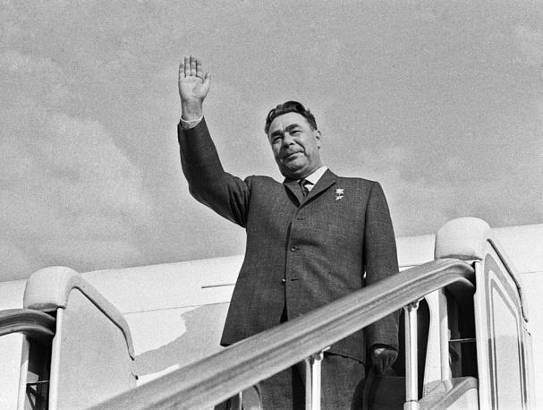 Леонид Брежнев в аэропорту Внуково, 1964 год