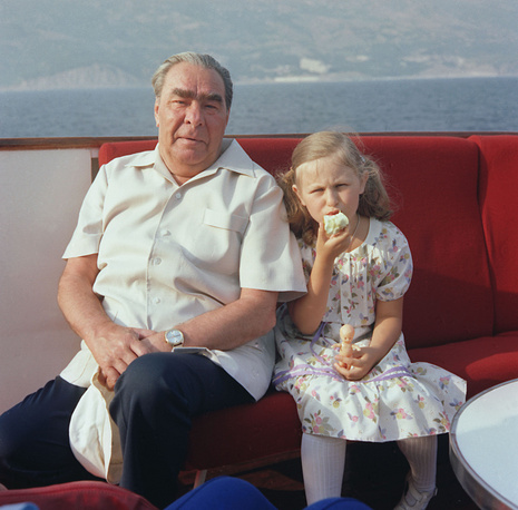Леонид Брежнев с правнучкой Галей на отдыхе в Крыму, 1980 год