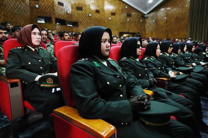 Церемония вручения дипломов в афганской военной академии в Кабуле, 2014 год
