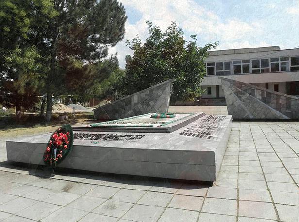 Братское кладбище советских воинов в селе Суворово до реставрации