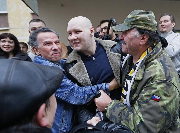 """16 октября основатель """"Лиги обороны Москвы"""" Даниил Константинов был освобожден по амнистии в зале Чертановского суда. Обвинение против него было переквалифицировано с убийства на идеологической почве на хулиганство"""