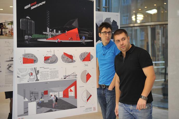 Новосибирский архитектор Павел Носарев (в центре), чья работа возглавила шорт-лист 10 лучших работ второго этапа конкурса