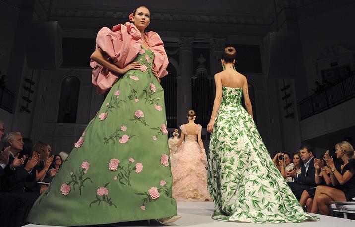 Показ весенней коллекции платьев Оскара де ла Ренты на Неделе моды в Нью-Йорке, 2010 год