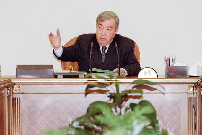 Премьер-министр Евгений Примаков на заседании правительства России, 1999 год
