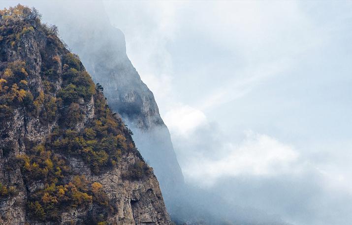 Там, где стены ущелья сходятся до ширины 30-40 метров, всегда дуют холодные ветра