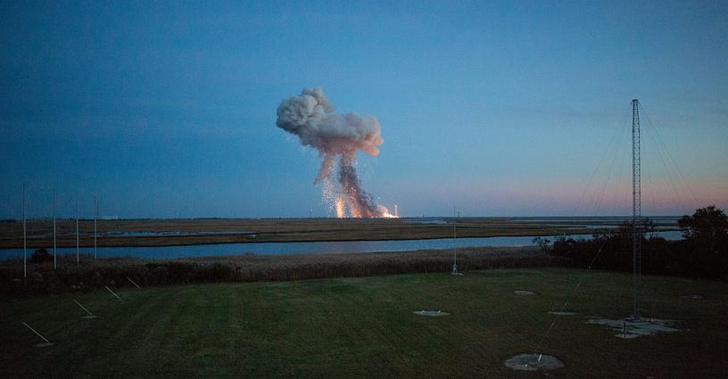 При взрыве ракеты никто из людей не пострадал, однако пусковой площадке нанесен значительный ущерб. Зона крушения корабля закрыта