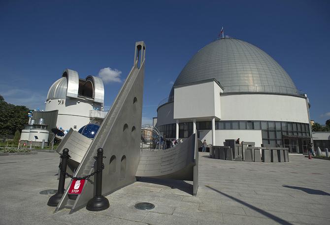 Территория Парка неба у обсерватории Московского планетария, 2011 год