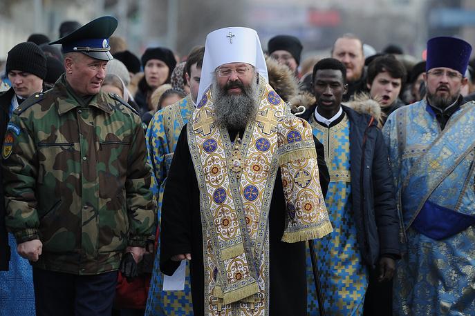 Митрополит Екатеринбургский и Верхотурский Кирилл (в центре)