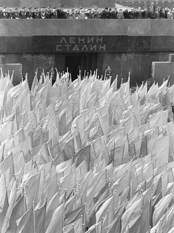 Первомайская  демонстрация  на Красной площади в Москве. 1961 год