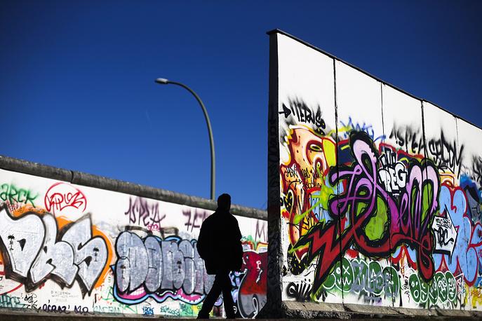 Еще один фрагмент Берлинской стены, включенный в экспозицию East Side Gallery