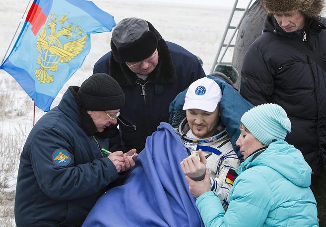 Астронавт Европейского космического агентства Александр Герст (в центре)