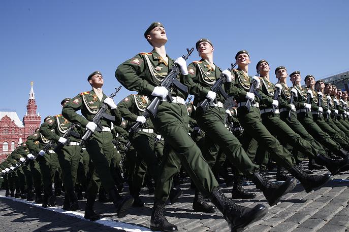 Участники военного парада на Красной площади, 9 мая 2014 года