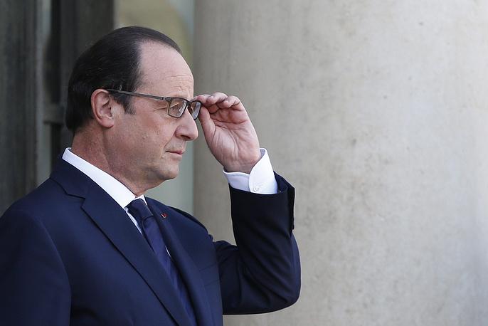 """Президент Франции Франсуа Олланд 10 мая: """"Выполнение контрактных обязательств перед Россией по """"Мистралям"""" проходит без изменений. Контракт выполняется и будет завершен в октябре. На данный момент контракт не ставится под сомнение... В случае провокаций, помех и вторжения может быть введен новый уровень санкций, """"Мистрали"""" подпадают под этот уровень"""""""