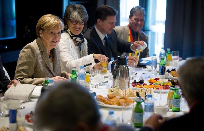 Канцлер Германии Ангела Меркель во время встречи с представителями австралийских профсоюзов в кулуарах саммита