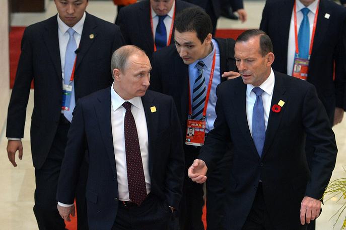 Президент России Владимир Путин и премьер-министр Австралии Тони Аббот перед началом рабочего заседания форума АТЭС в Пекине, 11 ноября
