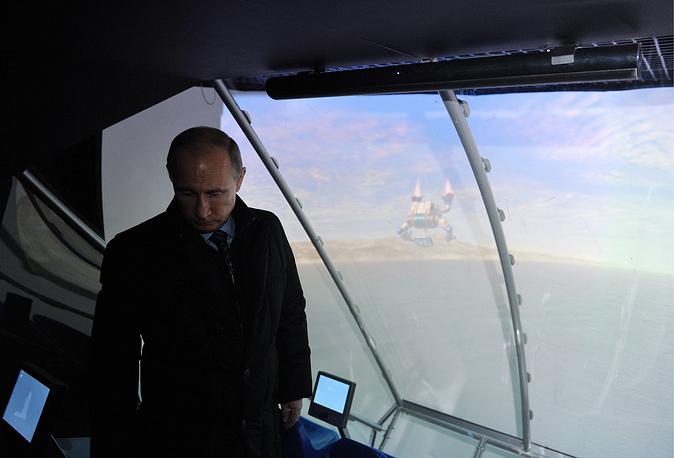 Владимир Путин во время осмотра строящегося океанариума на острове Русский, Владивосток, 13 ноября