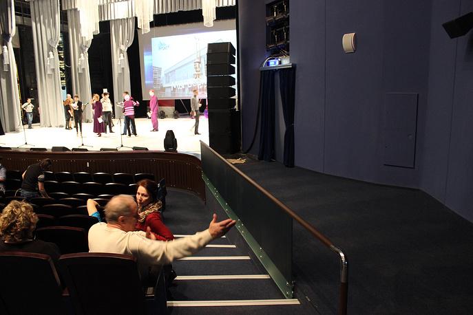 Места для зрителей с ограниченными возможностями здоровья - на площадке справа можно расположиться в инвалидных креслах