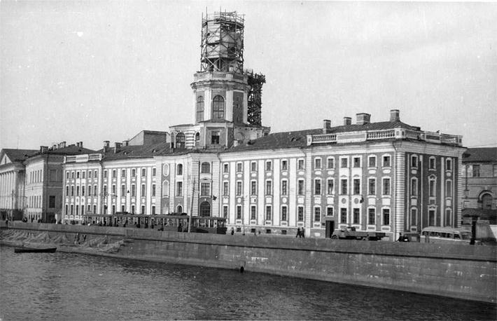 Реконструкция башни Кунсткамеры по проекту Р.И. Каплан-Ингеля. 1948 год