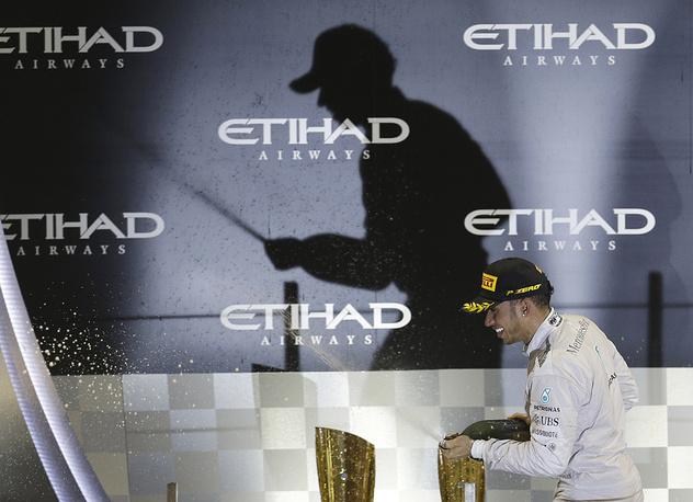 Британец выиграл заключительный этап сезона-2014 - Гран-при Абу-Даби