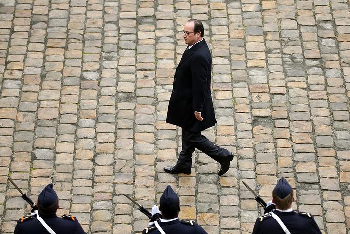 25 ноября пресс-служба Елисейского дворца распространила заявление Франсуа Олланда. Президент Франции считает, что текущая ситуация на востоке Украины по-прежнему не позволяет осуществить передачу первого вертолтоносца