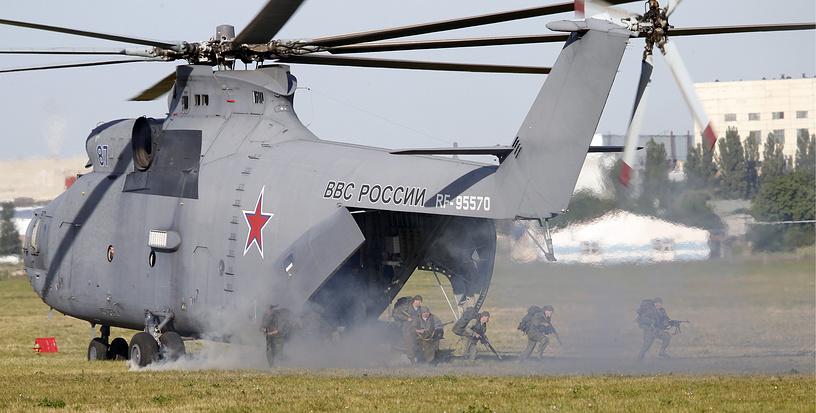 Ми-26 способен перевозить до 82 десантников с полным комплектом ротного вооружения ВДВ или до 20 тонн груза внутри фюзеляжа или на внешней подвеске
