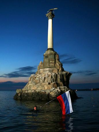 27 марта. Памятник затопленным кораблям в Севастополе