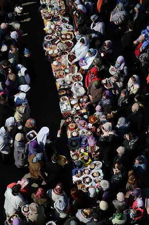 19 апреля. Освящение куличей и пасхальных яиц перед началом празднования Святой Пасхи у Преображенского кафедрального собора в Иванове. В этом году празднование Христова Воскресения совпало у православных, католиков и протестантов, что бывает раз в несколько лет