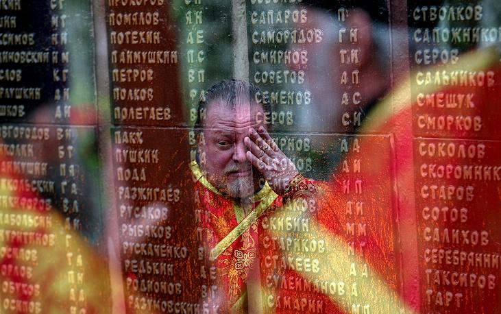 8 мая. Памятник на мемориальном кладбище города Кинешма (Ивановская область), где прошла церемония похорон найденных останков неизвестных солдат, погибших во время ВОВ в Псковской области