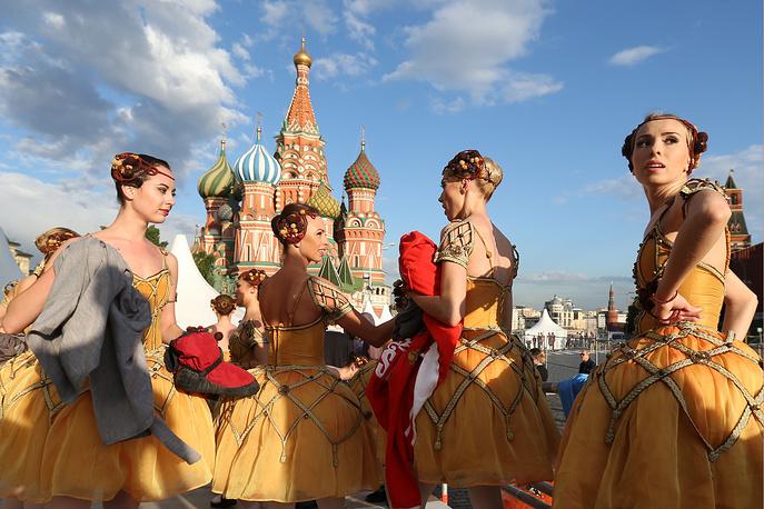 12 июня. Праздничный концерт в честь Дня России на Красной площади в Москве. Главный государственный праздник страны напоминает об исторической декларации о суверенитете, которой в этом году исполнилось 24 года