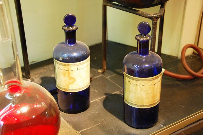 На внесение в список ЮНЕСКО претендует парфюмерная промышленность французского города Грас, представленная фирмами Galimard, Fragonard и Molinard. Первые предприятия появились в городе еще во времена Средневековья