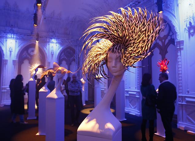 """27 ноября в Москве состоялось открытие выставки британского дизайнера Филипа Трейси """"Шляпы в XXI веке"""""""