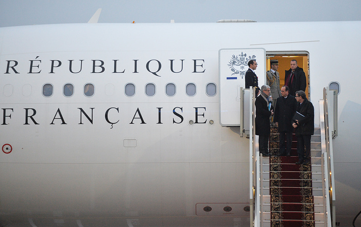 Президент Франции Франсуа Олланд приземлился в аэропорту Внуково-2