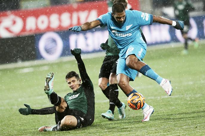 """Игрок """"Зенита"""" Хосе Саломон Рондон (справа)"""