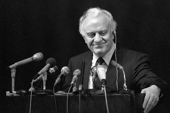 Эдуард Шеварднадзе на пресс-конференции, 1988 год