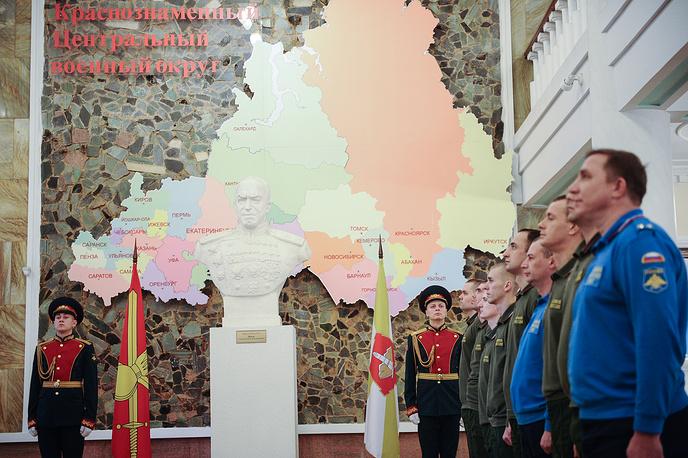 Офицеры Регионального центра управления штаба ЦВО в военной форме одежды нового образца