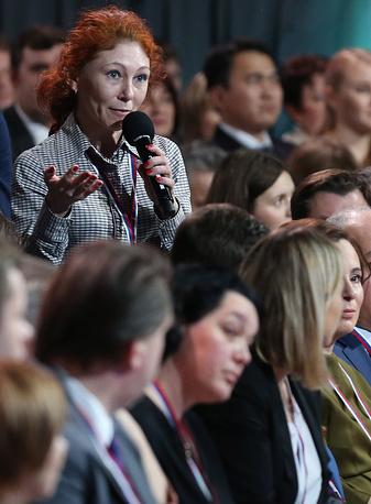 """На вопрос журналистки """"Газеты.ру"""" Натальи Галимовой, чувствует ли президент личную ответственность за возвращение термина """"пятая колонна"""", Путин ответил отрицательно: """"Все мои действия направлены на то, чтобы сплотить наше общество, а не разделять его"""""""