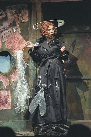 """Спектакль """"Имаго"""" по мотивам пьесы Бернарда Шоу """"Пигмалион"""", 2002 год. Анастасия Вертинская в роли Элизы"""