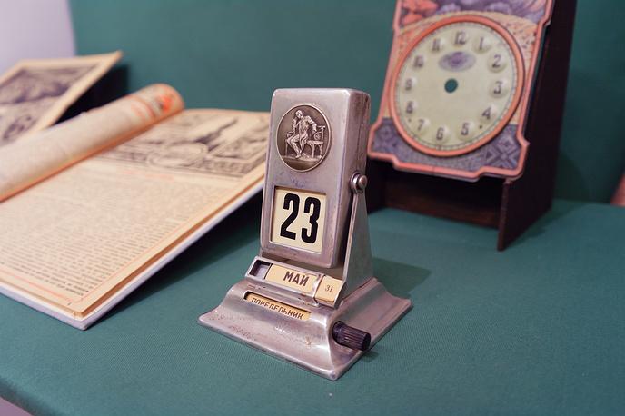 Механический календарь Советской эпохи