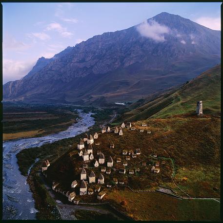 Северная Осетия. Даргавс — крупнейший на Северном Кавказе склеповый комплекс.