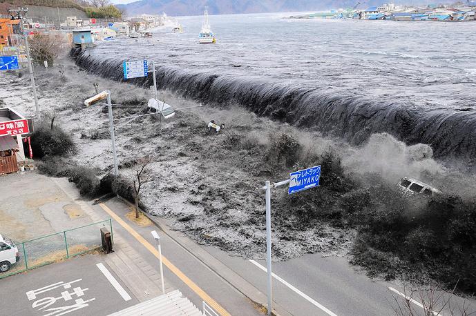 11 марта 2011 года в центральной и северо-восточной Японии произошло землетрясение магнитудой 9,0. Оно вызвало сильное цунами, приведшее к гибели более 15 тыс. человек. 6 тыс. человек были ранены, без вести пропавшими числятся 2,7 тыс. человек. На фото: префектура Ивате