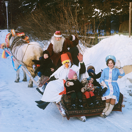 Катание на санях в детском городке на ВДНХ, Москва, 1979 год